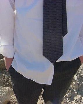 Men s fashion don ts amanda johns vaden keynote for Untucked dress shirt with tie